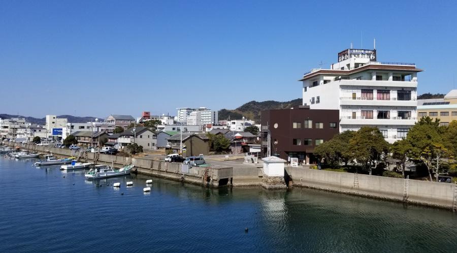 港町・小松島